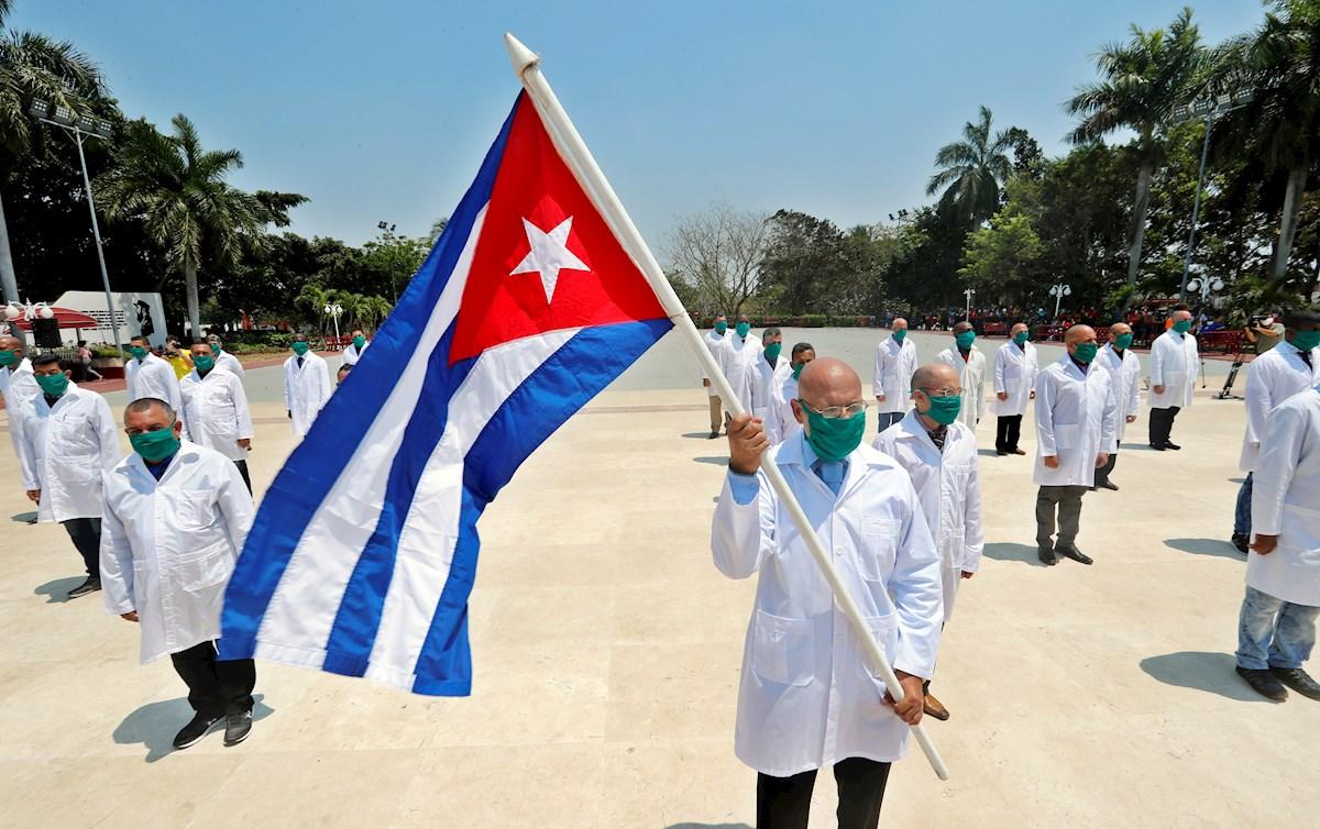 Robert O'Brien, consejero de seguridad nacional de EEUU, entrega ventiladores a Panamá