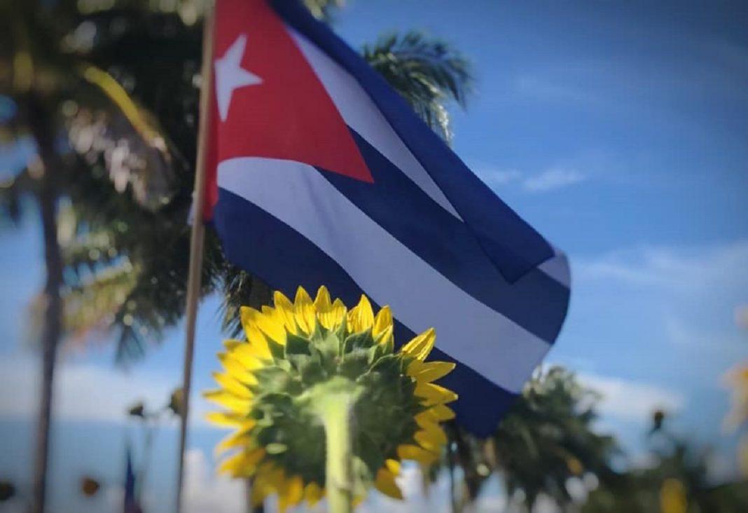 La Virgen cubana y la Revolución de todas las flores.